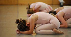 Postura-yoga-Niño_mundomagicotv-300x157